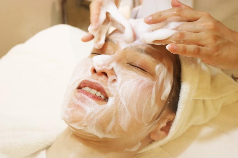 シーズラボ 洗顔する