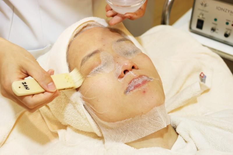 シーズラボ ビタミンCを顔に塗る