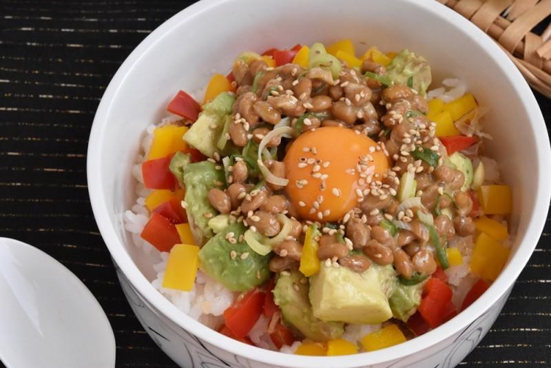 納豆とビタミンカラーのライスサラダ 完成
