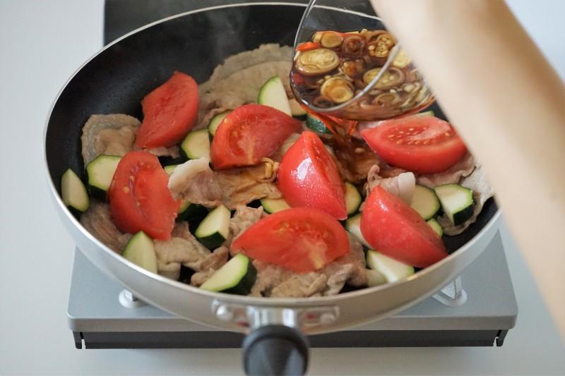 豚肉とトマトの蒸し焼き・みょうがソース みょうがソース味付け