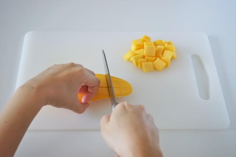 ホタテとマンゴーのサラダ 具材カット