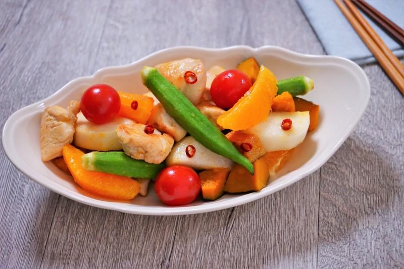 鶏肉と彩り野菜のグリルオレンジマリネ 完成1